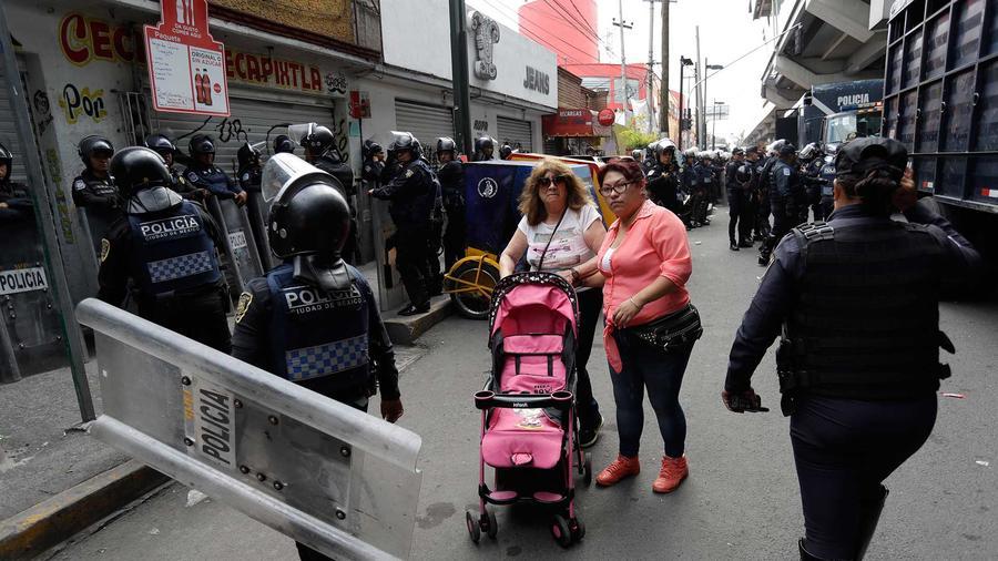 Policías en Iztapalapa, México