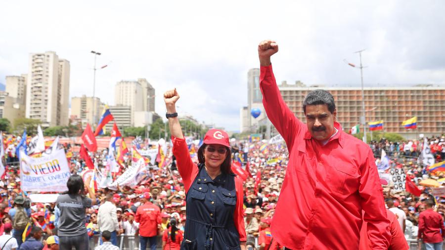 """Maduro propone a oposición unirse a una """"mesa de paz"""" ante la Constituyente"""