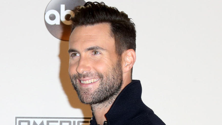 Adam Levine en los American Music Awards 2016