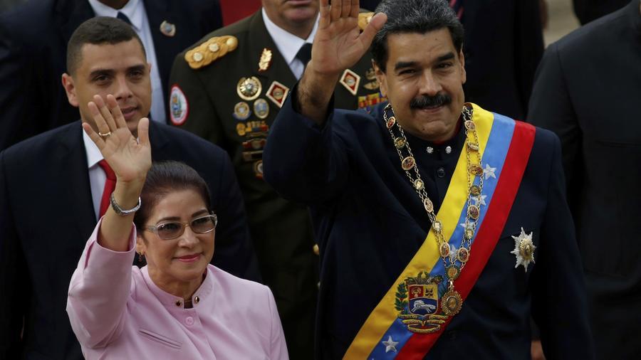 Maduro, junto a su esposa, en la Asamblea Constitucional el jueves.