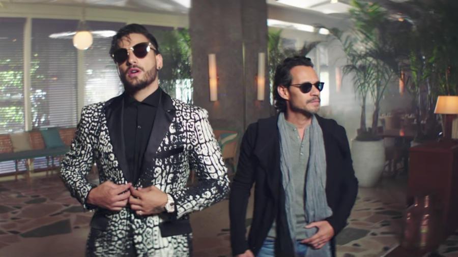 Maluma & Marc Anthony en el video Felices los 4
