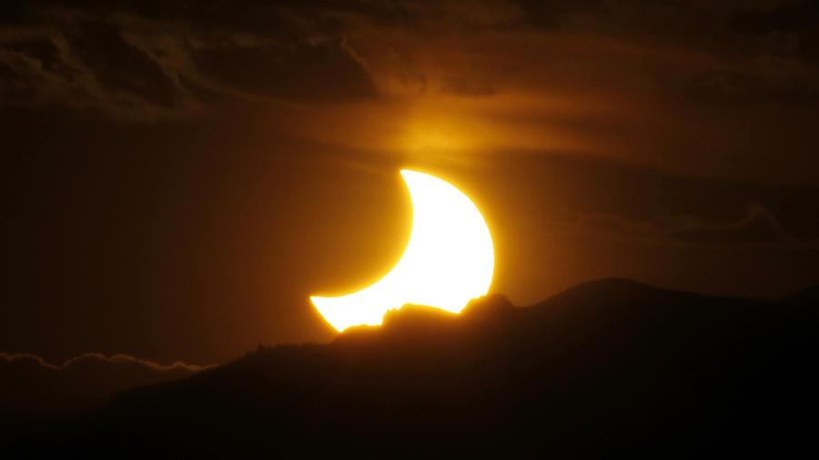 Eclipse anular en 2012 en las Montañas Rocosas en Denver.
