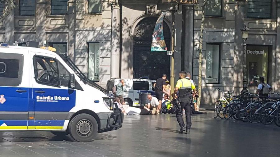Una persona herida en Las Ramblas en Barcelona después de que una van embistiera a peatones el jueves 17 de agosto del 2017
