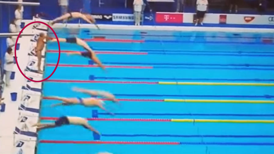 El nadador que guardó un minuto de silencio