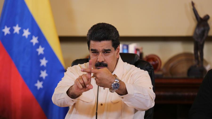 Fotografía cedida por el Palacio de Miraflores donde se observa al presidente venezolano Nicolas Maduro en Caracas (Venezuela).