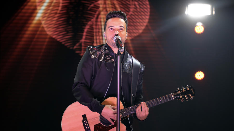 Luis Fonsi In Concert - Hollywood, Florida