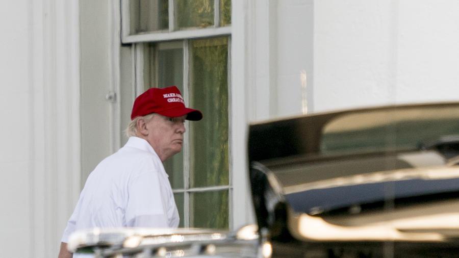 Trump, a su llegada ayer a la Casa Blanca tras jugar al golf en Virginia.