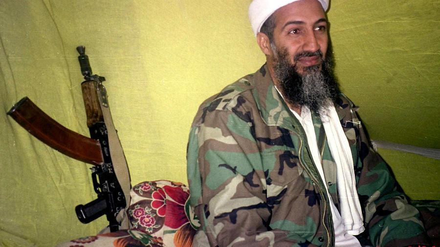 Imagen de Osama Bin Laden hablando con periodistas en 1998 en Afganistán.