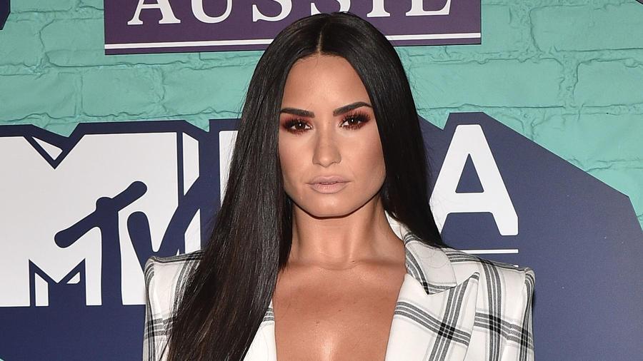 Demi Lovato en los MVT EMAs 2017
