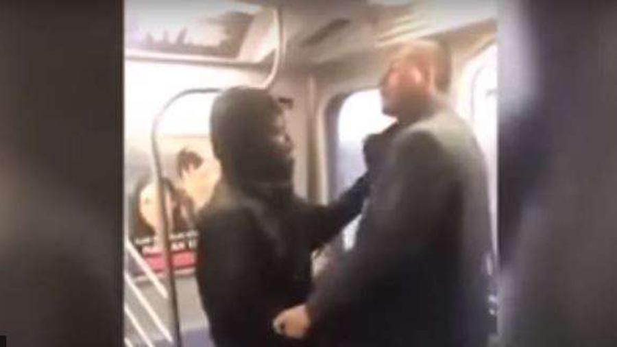 Hombres en metro