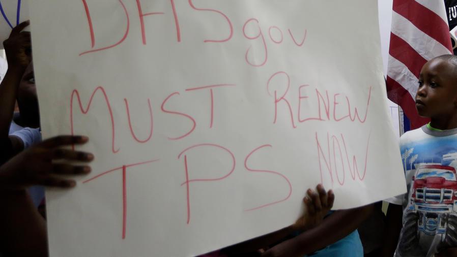 Inmigrantes de Centroamérica y Haití protestan a favor del TPS