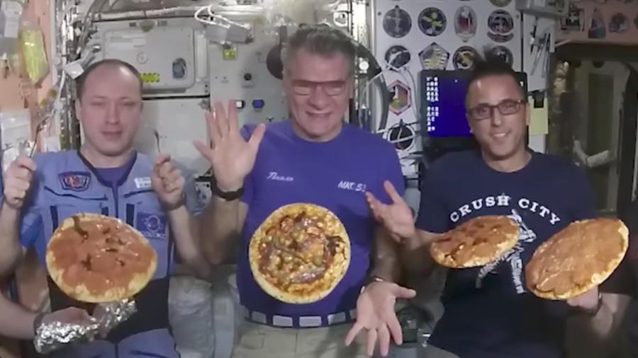 Fiesta de la pizza en la Estación Espacial Internacional.
