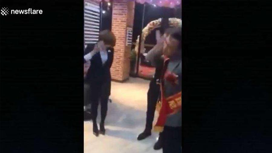 Un jefe molesto obligó a empleados a golpearse por no lograr las metas