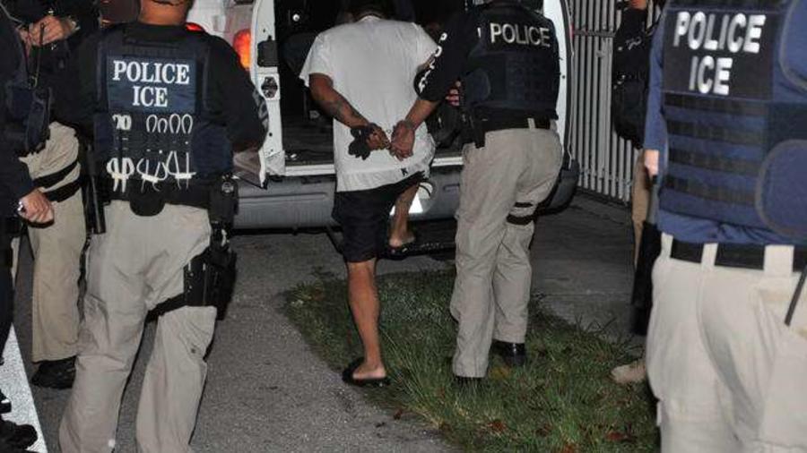 Tres familias centroamericanas demandaron a ICE por tácticas engañosas usadas en redadas desde los tiempos de Barack Obama