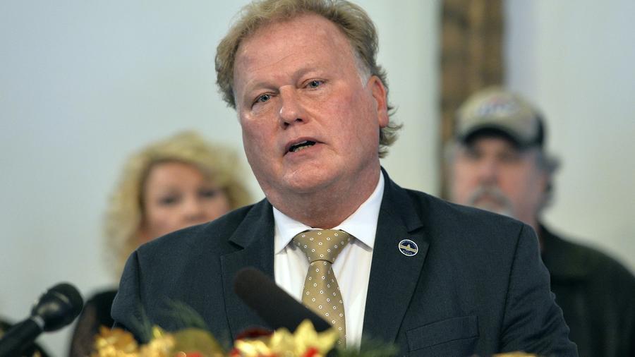 El congresista estatal de Kentucky, Dan Johnson.
