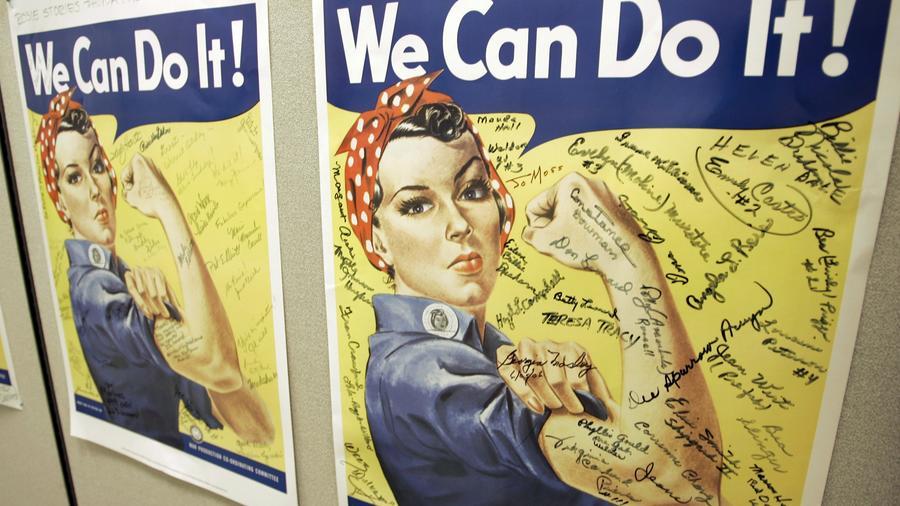 Varios poster con la famosa Rosie the Riveter, mujer icono de la Segunda Guerra Mundial.