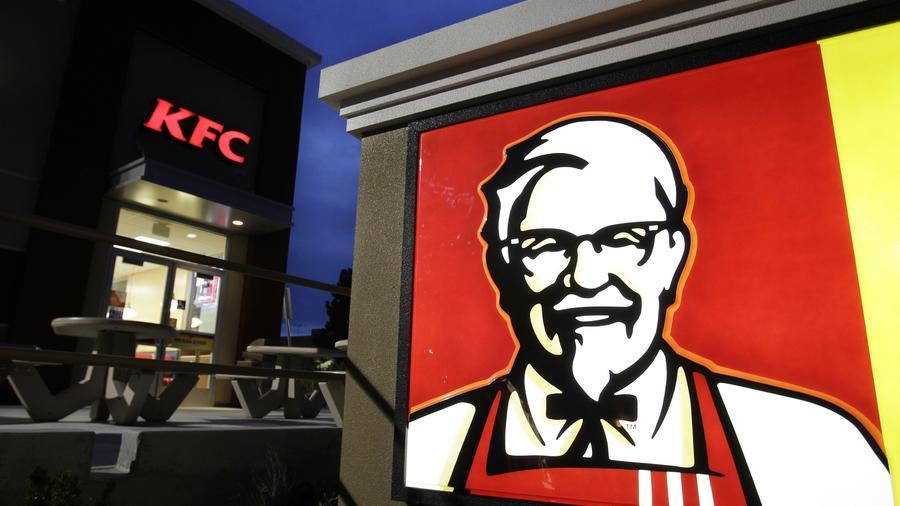 Fachada de uno de los locales de la famosa cadena de comida rápida: KFC.