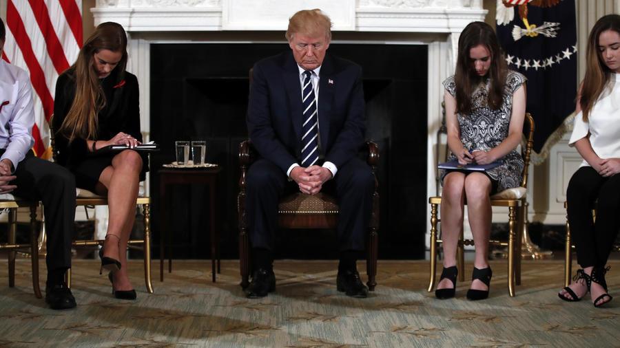 Trump, durante el acto hoy en la Casa Blanca con víctimas de tiroteos en escuelas.
