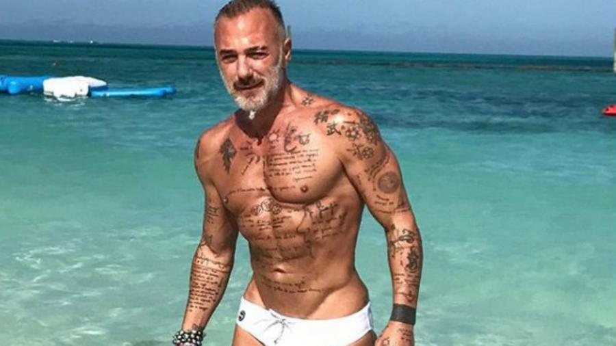 Gianluca Vacchi en traje de baño
