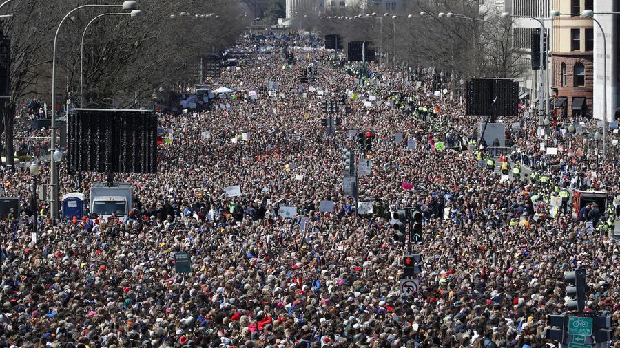 """La """"Marcha por nuestras vidas"""" a hoy en Washington D.C.,"""