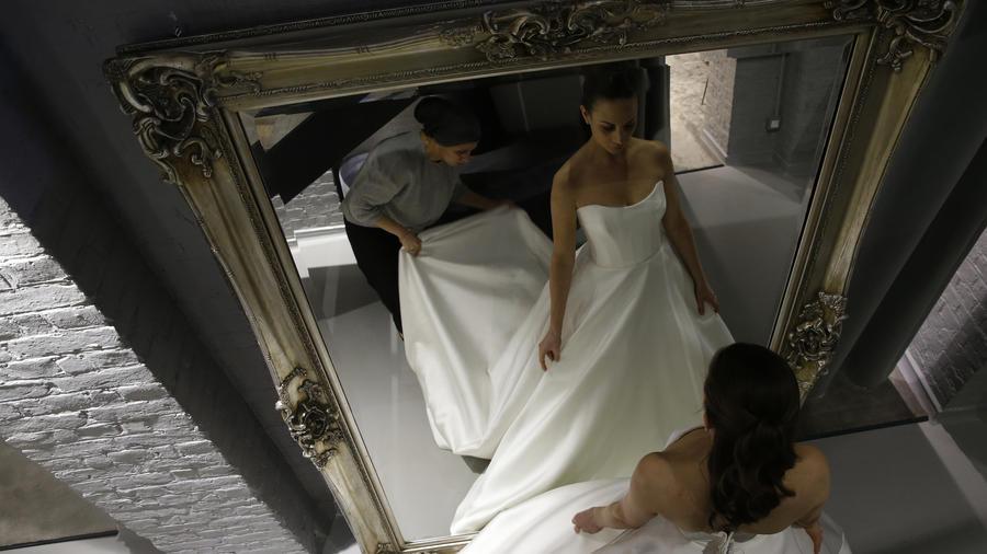 Imagen de archivo de un vestido de novia.