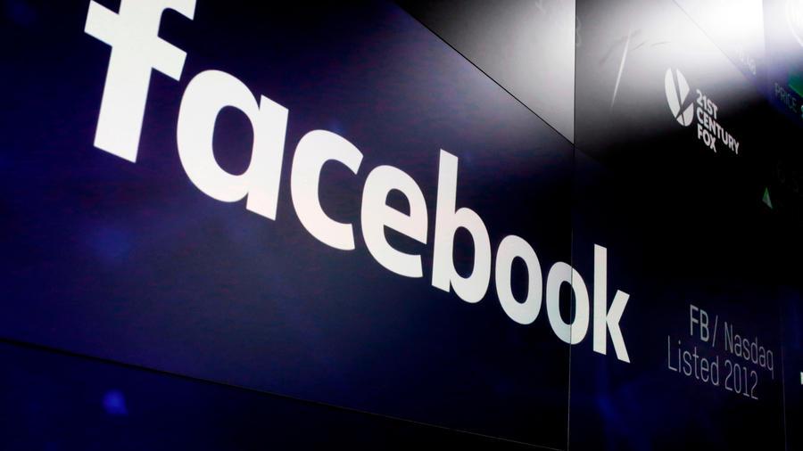 En imagen de archivo del 29 de marzo de 2018, el logotipo de Facebook aparece en pantallas de Nasdaq MarketSite en Times Square de Nueva York.