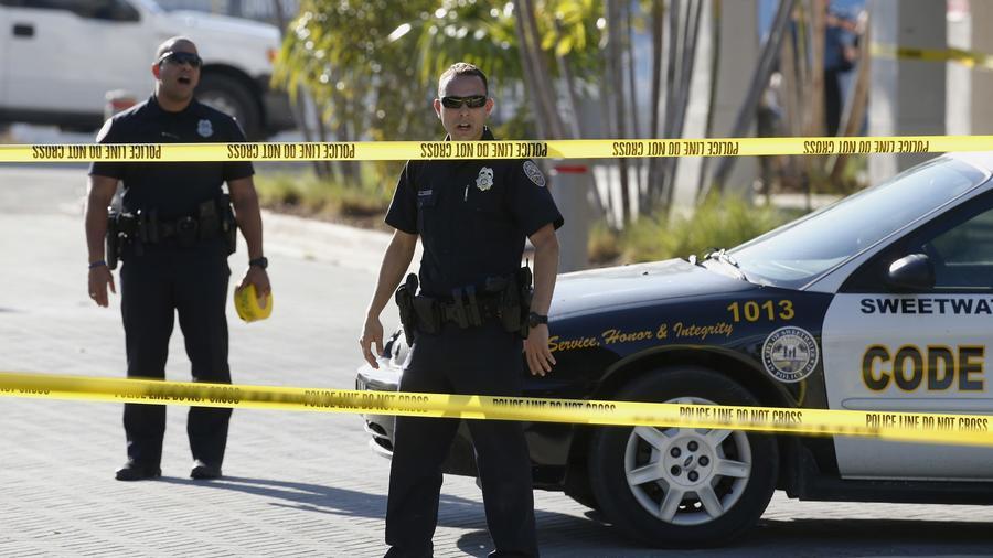 Agentes de la policía en un operativo en Florida.