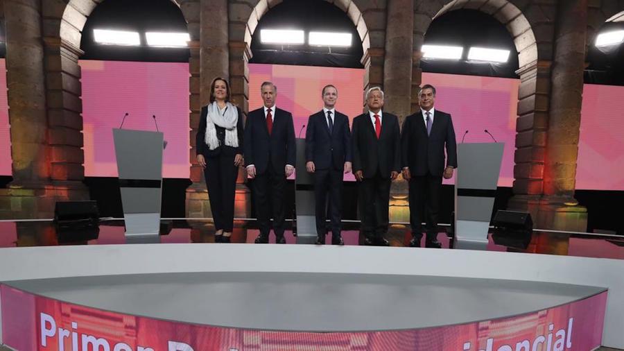 Los candidatos previo al primer debate presidencial, este domingo en el Palacio de Minería, Ciudad de México.