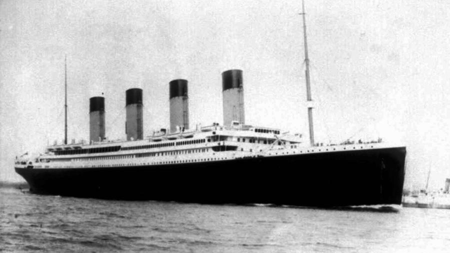 El Titanic, durante su viaje inaugural.