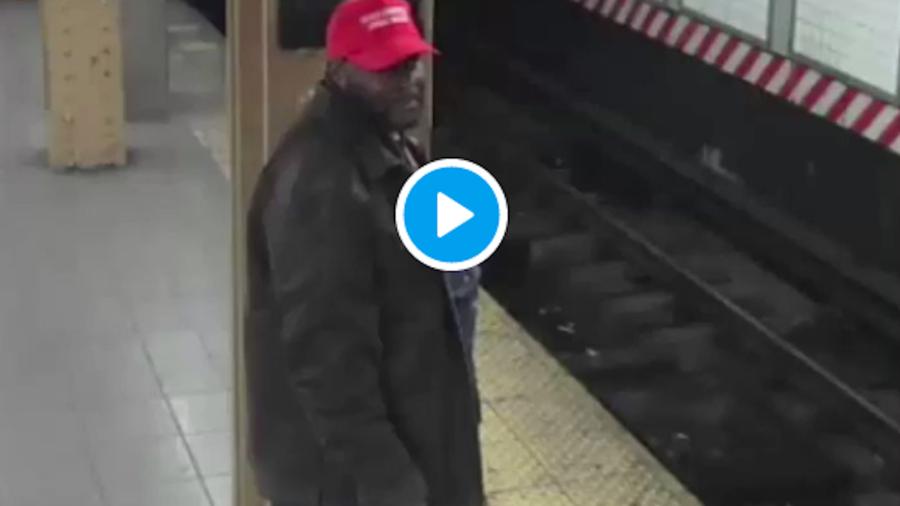Imagen del sospechoso de haber lanzado a un latino al metro de Nueva York.