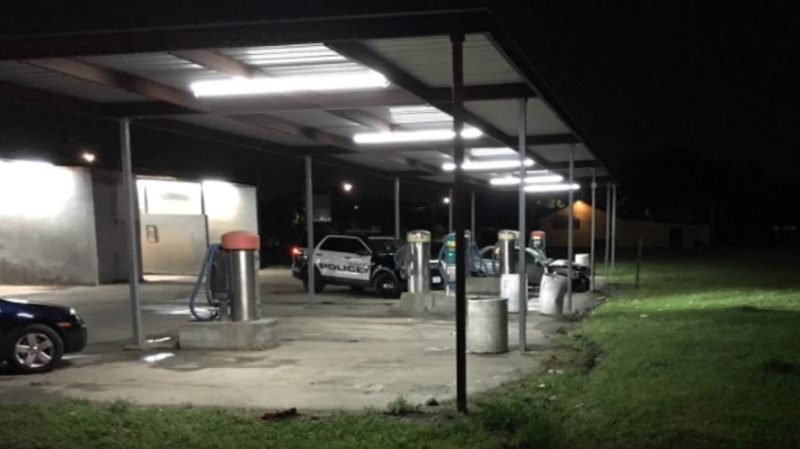 Imagen de la intervención policial en el lavado de carros de Houston.