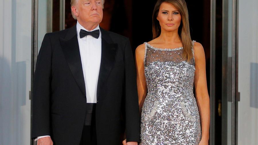 El presidente, Donald Trump, y la primera dama, Melania Trump previo a la cena de estado con Francia hoy en la Casa Blanca.