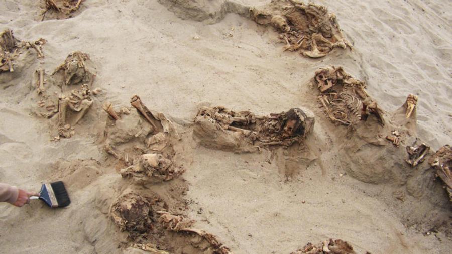 Restos del que puede ser el descubrimiento en Perú de los restos del mayor sacrificio de niños en la historia, revelado en exclusiva por National Geographic.