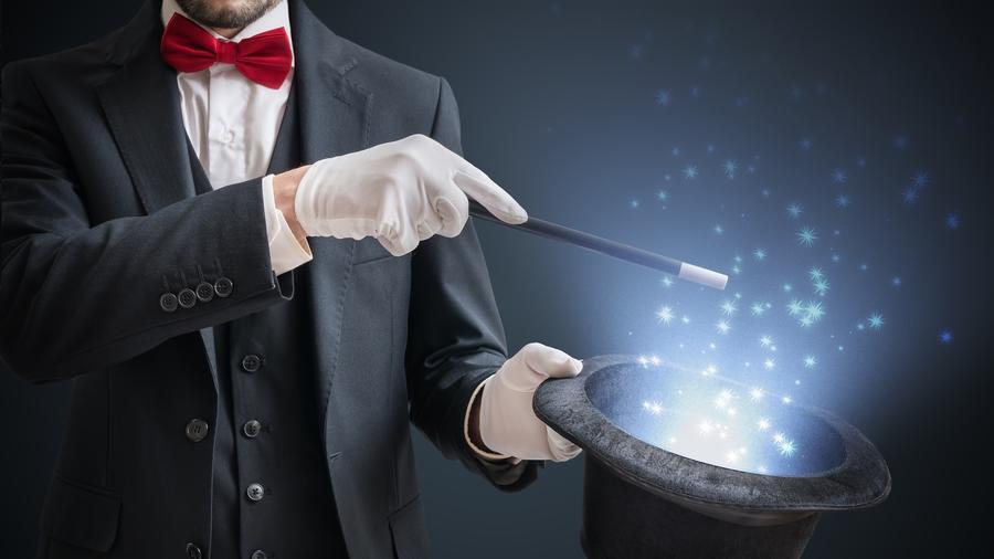 Mago haciendo truco de magia