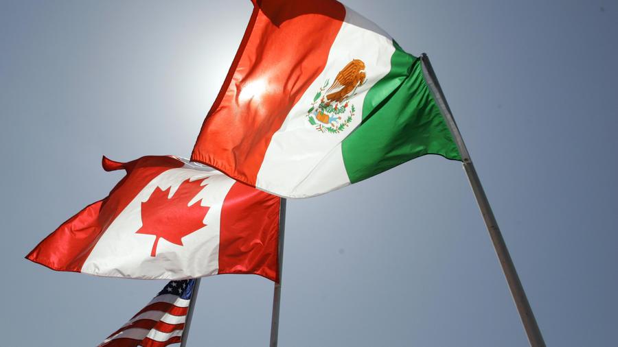Banderas de Estados Unidos, Canadá y México en Nueva Orleans el 21 de abril de 2008.