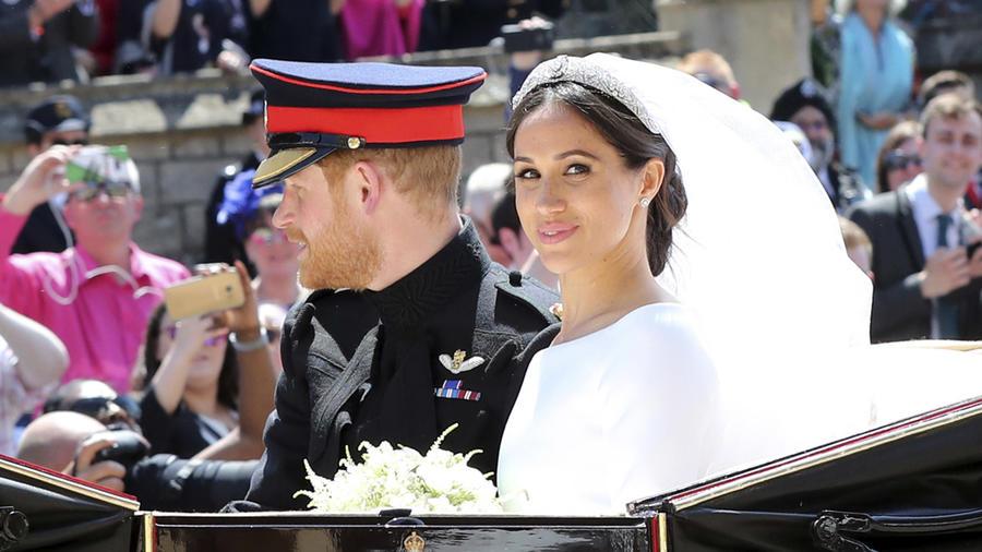 El Príncipe Harry y su mujer Meghan Markle tras celebrarse su boda en la capilla de St. George en el Castillo de Windsor, cerca de Londres.