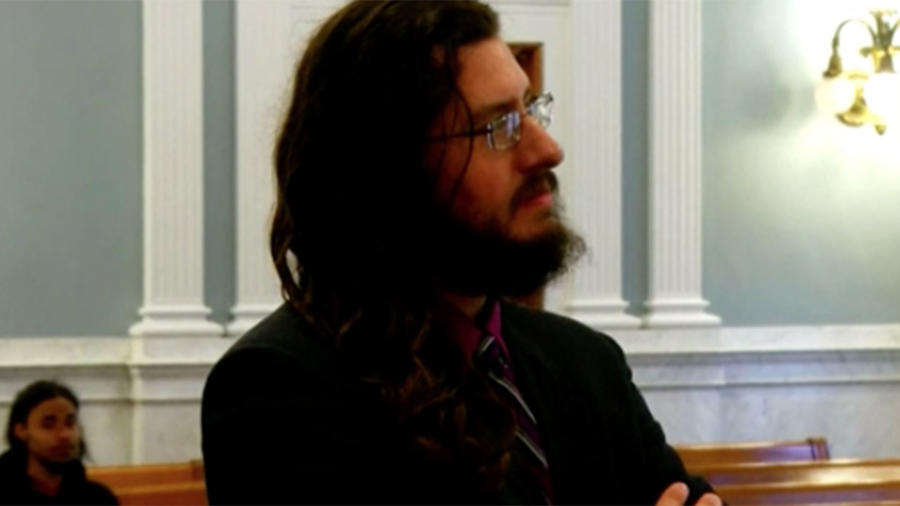 Michael Rotondo fue ordenado a salir de la casa de sus padres
