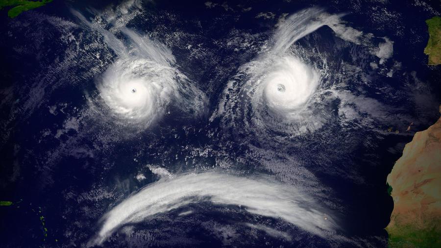 Huracanes en el océano, formando un rostro