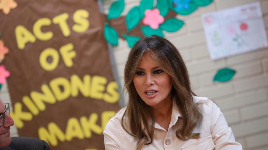 Primera dama de EEUU, Melania Trump, en un centro de niños refugiados en McAllen, Texas