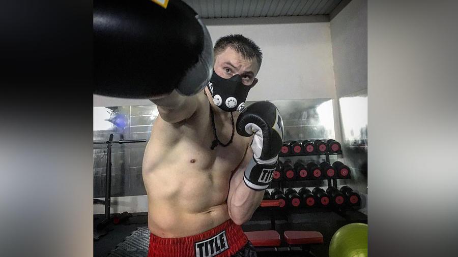 Boxeador que agredió a otro hombre