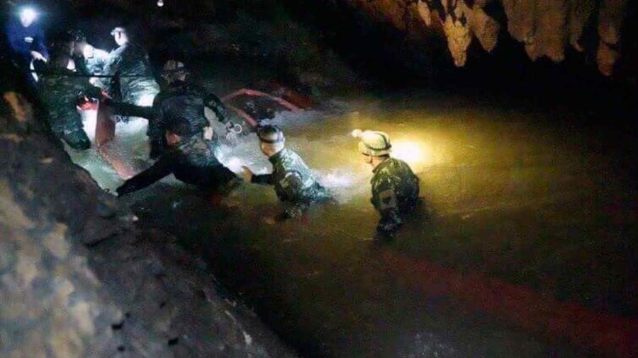 Buzos encuentran a los 13 atrapados en una cueva en Tailandia.