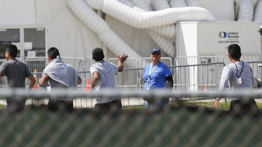 Niños inmigrantes en un centro temporal en Homestead, Florida, en junio de 2018