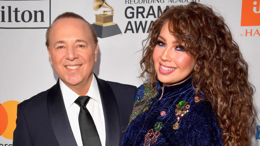Thalía y Tommy Mottola en los Grammys
