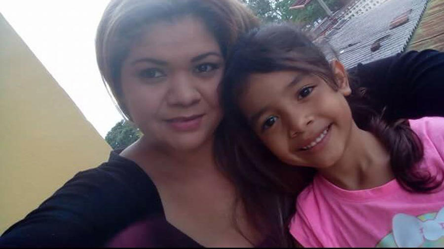 Cindy Madrid junto con su hija Allison
