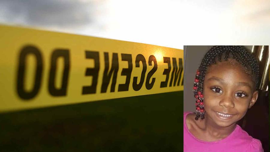 Imagen de archivo de un cordón policial. A la derecha, DeSandra Thomas en una imagen familiar.