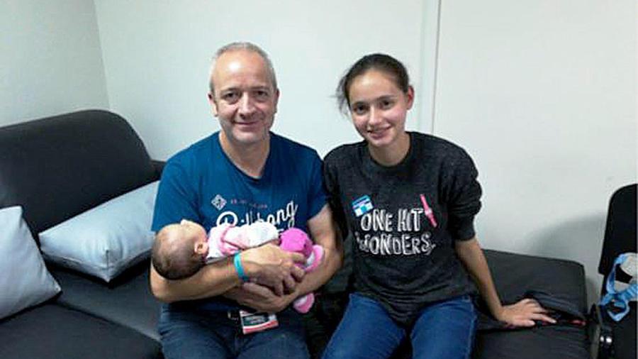 La ilicitana captada por una secta viaja a España con su padre y su bebé