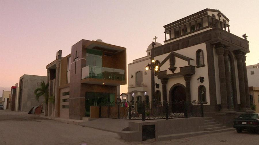 Mausoleos de narcotraficantes mexicanos en un panteón en Culiacán, Sinaloa