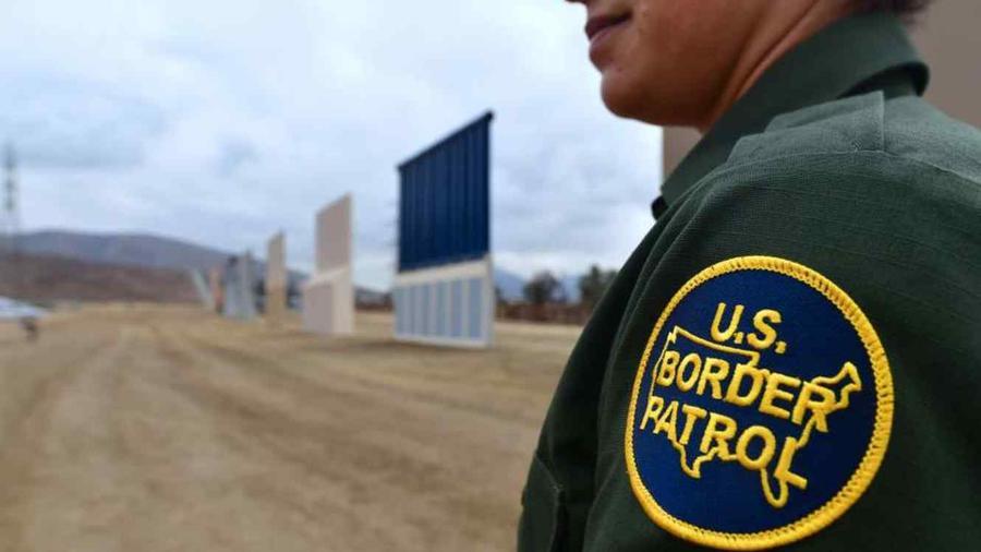 Foto de archivo de un agente fronterizo.
