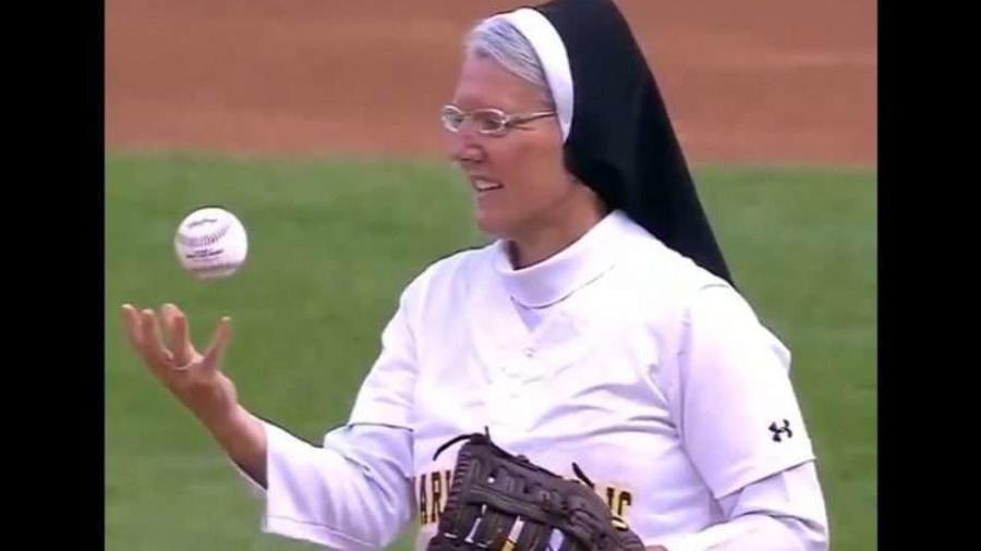 La hermana Mary Jo Sobieck tiene un brazo de oro