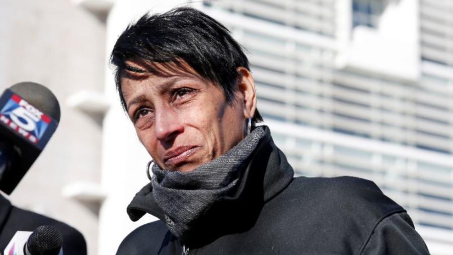 La fallecida Evelyn Rodríguez en un afoto de marzo de 2017 tras la muerte de su hija.